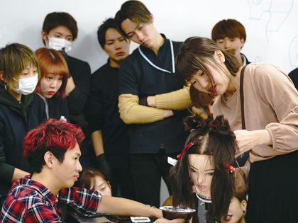 スペシャルセミナー 美容専門学校×美容師「売れる美容師になる為には」対談(エクファ マネージャー来校) のイメージ