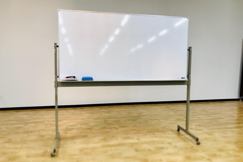 YIC京都の貸し会議室のホワイトボード